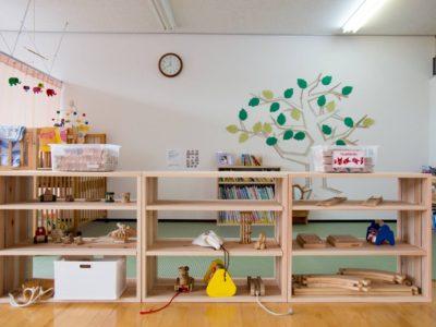 長良杉の整理棚・絵本棚(山県市 高富児童館)
