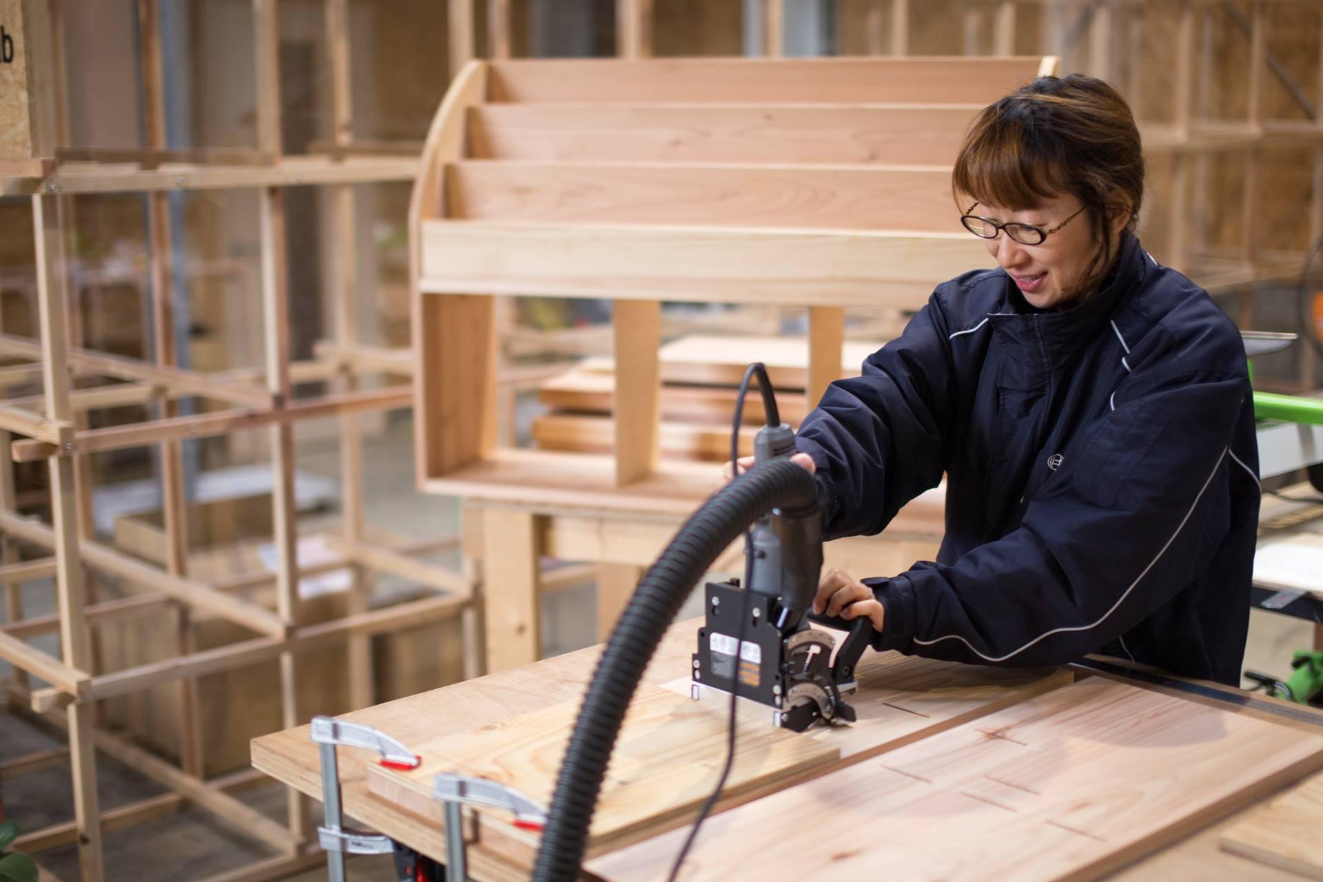 ツバキラボ 木工 シェア工房 DIY 長良川おんぱく ビスケットジョイナー ジョイントカッター 絵本棚